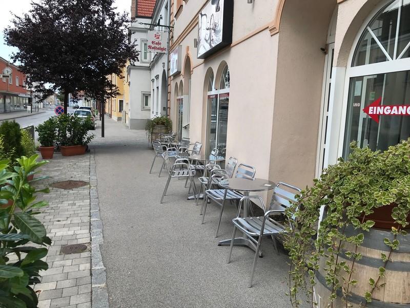 Cafe Gastgarten Vorne